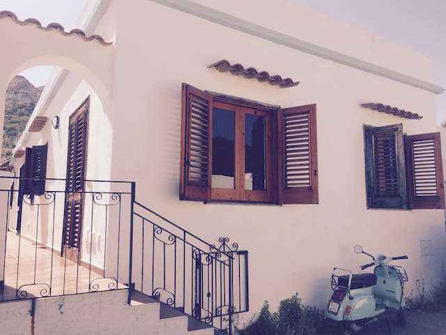 Comoda casa a due passi da tutto - Vulcano Porto - Casa