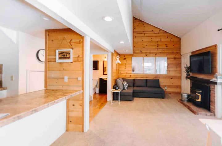 Charming Village Studio Loft
