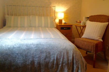 Double room in family home. - Inverness - Hus