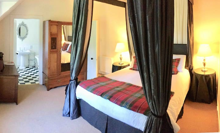 Stylish four poster bed, Newtonmore near Aviemore