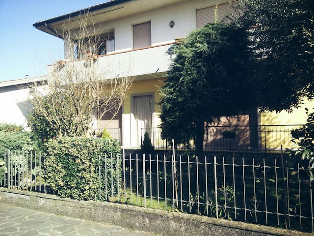 Private house with 2 beds in Lucca