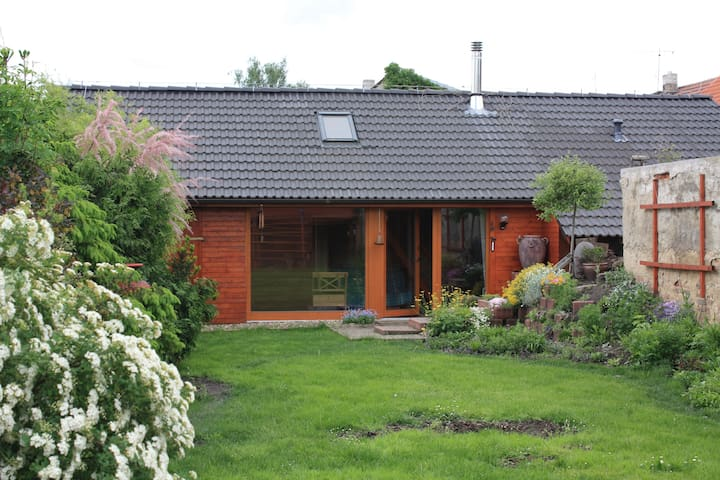 Cosy garden house close to Prague - Smečno - Chalet