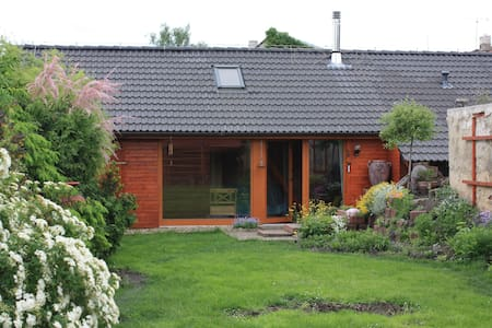 Cosy garden house close to Prague - Smečno