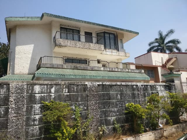 Riverside Villa - Lonavala - Bungalow