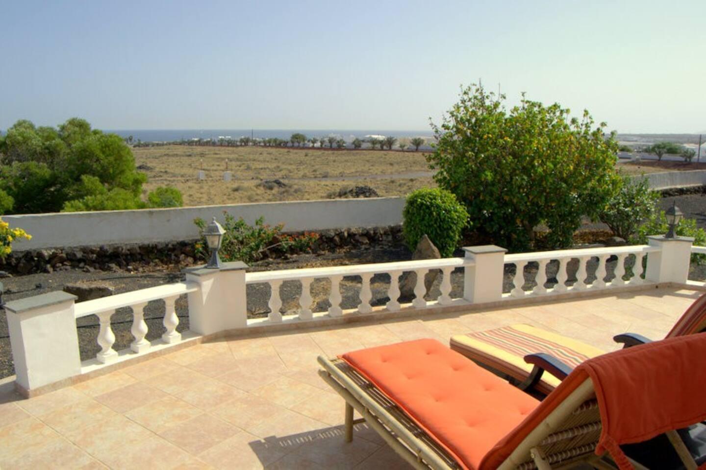 La terraza y el jardín, completamente privados  para mis huespedes / The private terrace and garden area / die vollkommen private Terrasse und der Gartenbereich