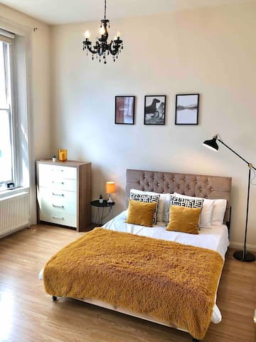 MODER DESIGNED STUDIO WITH FIRE PLACE (Kensington)
