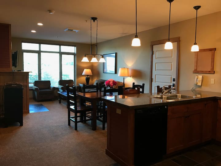 One Bed Lux/Suite Ski Hill View Unit 356