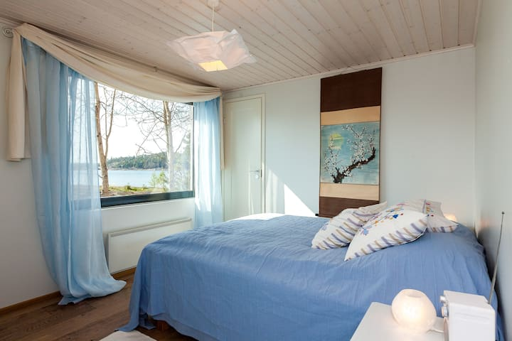 The blue bedroom with sea view towards west.