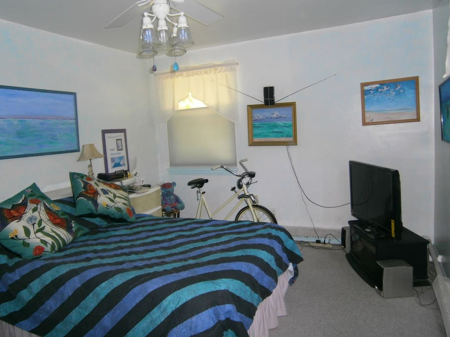 Available ONLY as noted; double bed, antenna TV, ceiling fan, exercise bike, stereo — airy & bright!
