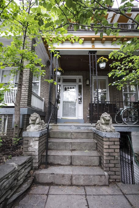 Lovely Row House with Front Porch