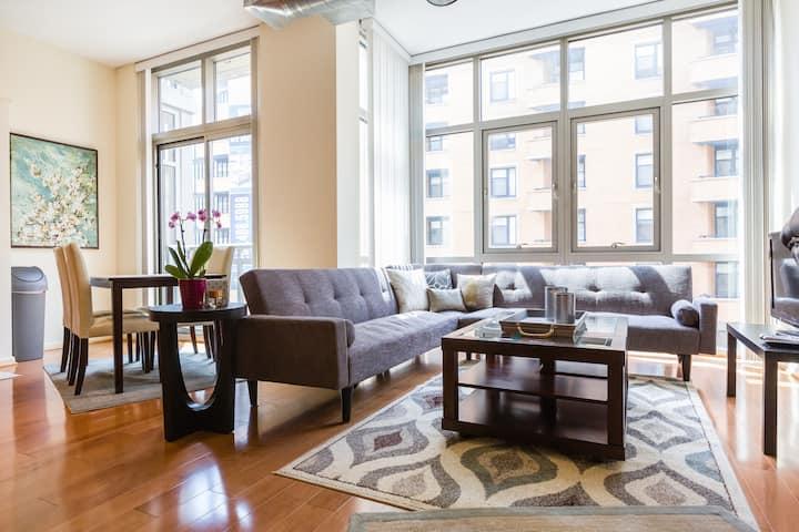 Modern Luxury Loft - Immaculate - Great Location!!