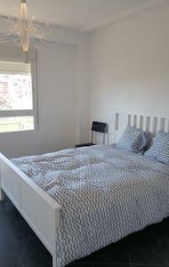 Big bedroom close to the Torres de Quart, CITYCENT - València