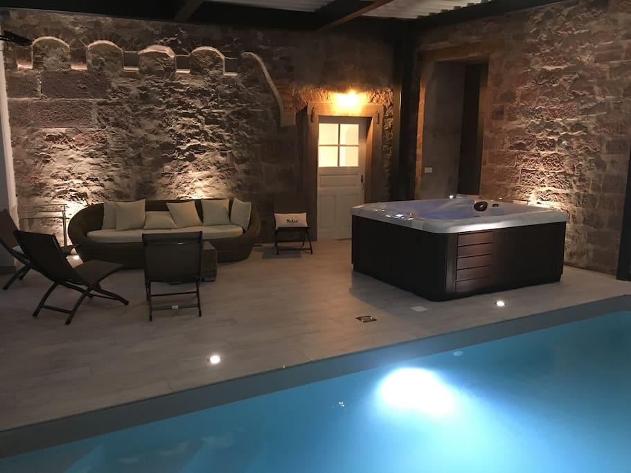 Tour m di vale jacuzzi piscine int rieure villas for Piscine saverne