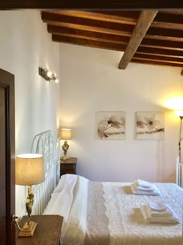 Tuscany Style apartment free parking