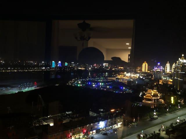 湄公河/夜游水上六国集市/望大金塔/高层一线江景房(免费接机)