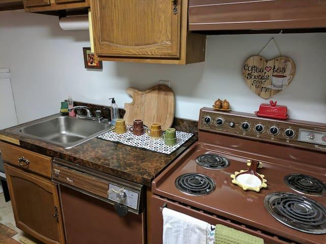 Kreider Home Option 2/3: Private Bedroom in Suite - Harrisburg - Talo