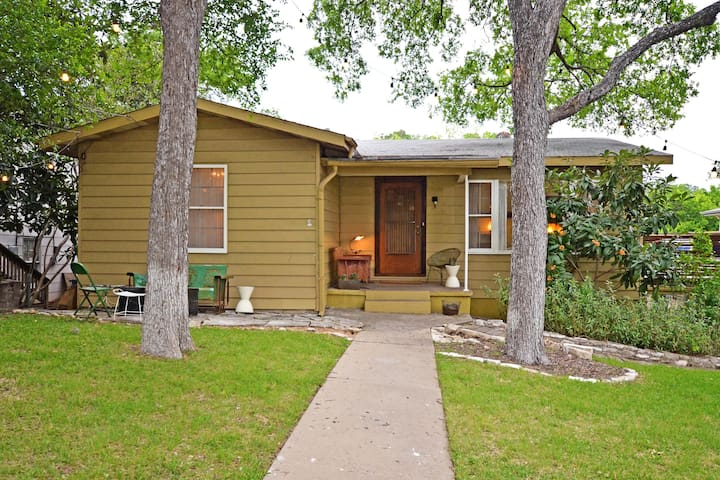 2BR Mid-Century Home near Downtown & Lake