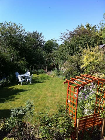 Single room in pretty thatched cottage (weekends) - Ickleton