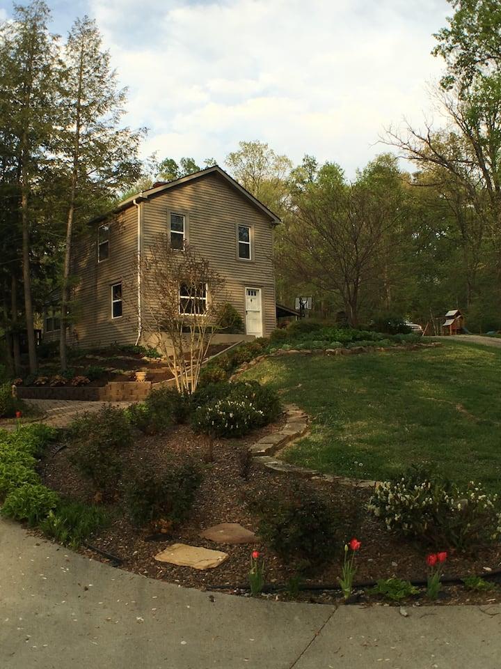 2 BD 1 BA  Serene Setting Retreat House