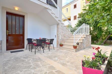 Great location - apartment Ivana2 - Supetar  - อพาร์ทเมนท์