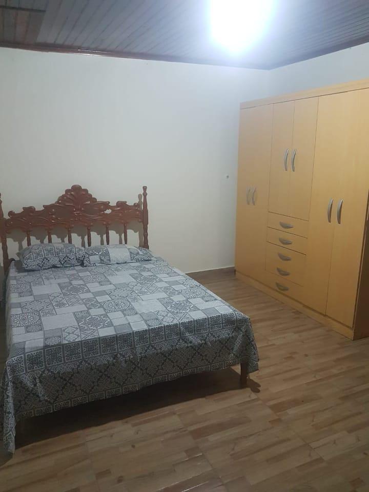 Quarto com banheiro privativo em Coxim MS