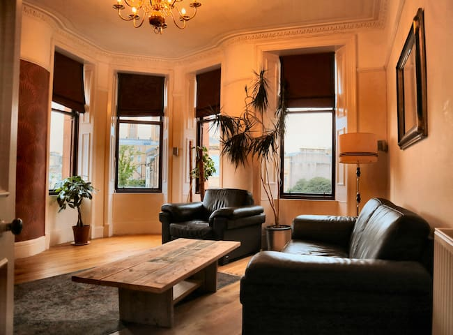 Gorgeous Elegant Master Room in West End Apartment