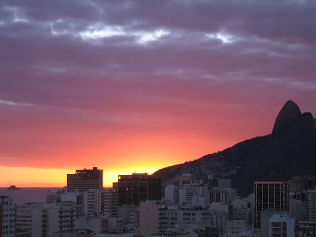 vista do apartamento pro Mar de Ipanema e ilha