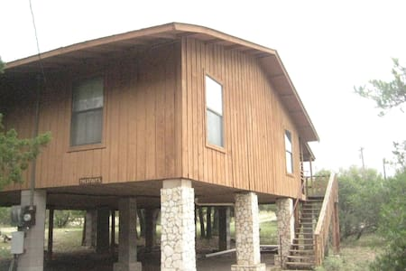 Comfy River Retreat Cabin near Frio - Kisház