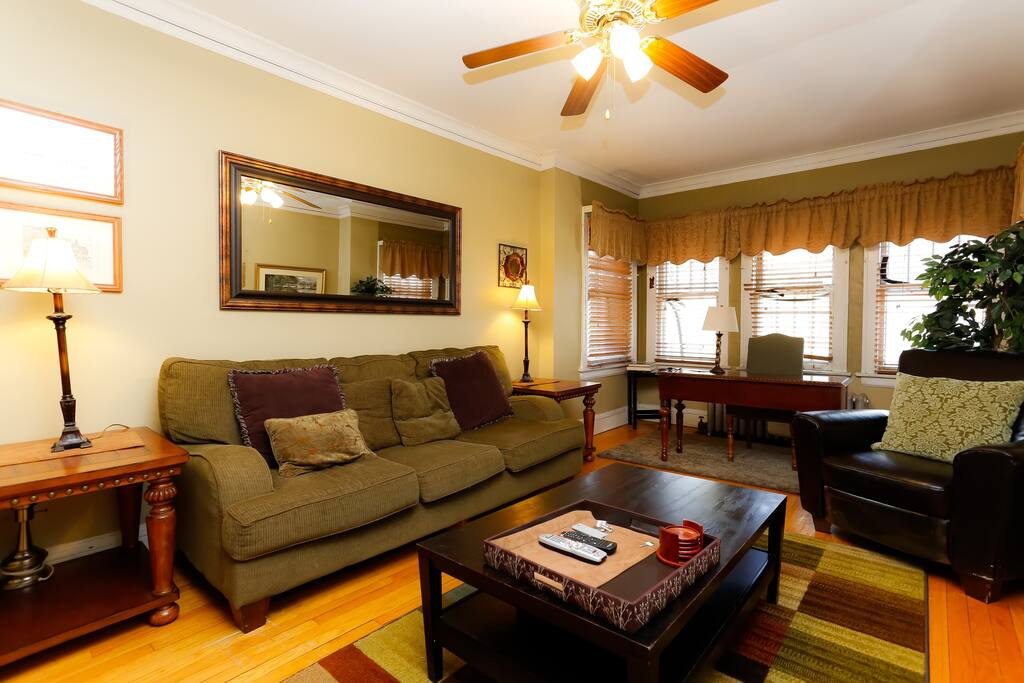 Wrigleyville Beautifully Furnished 3 Bedroom 2 Apartments For Rent In Chicago Illinois