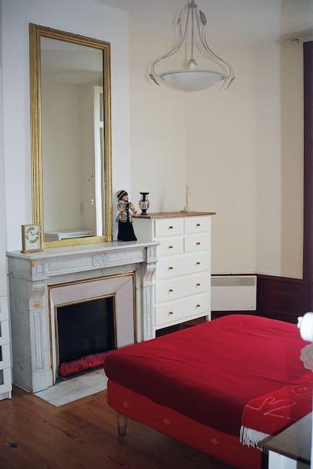 Chambre 18 m2  avec balcon exposé sud- Lit 140 cm