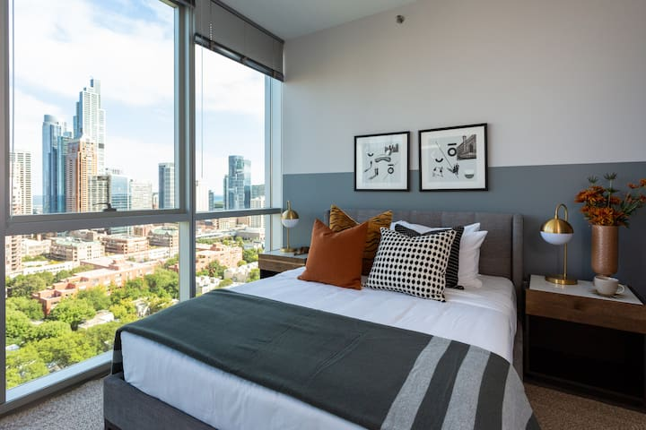 Domio | South Loop | Amazing 2 BR/2BA Apt + Pool and Fitness Center