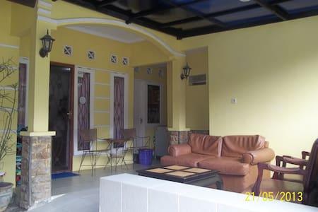 Room for rent,near Dian Al Mahri Mq - Depok