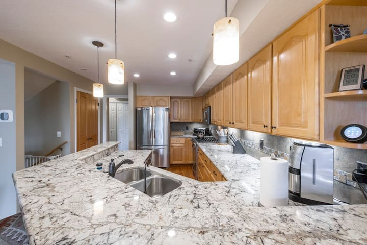 Elk Run - 2BR - Luxury Park City Townhome, Sleeps 6, Close To Canyons Village, Shopping, Dining