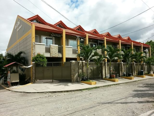 Clean & Spacious 3 Storey Townhouse - Angeles - House