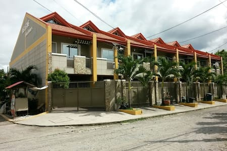 Clean & Spacious Townhouse! 3BR - Angeles