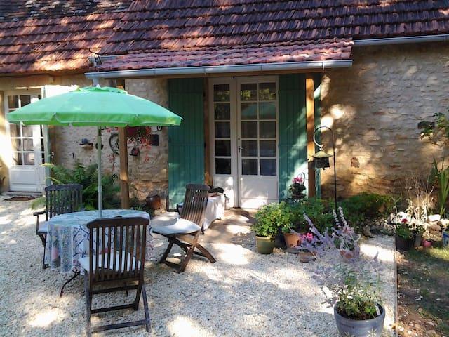 Super stille plek in de natuur in de Dordogne. - Sainte-Alvère - Aamiaismajoitus