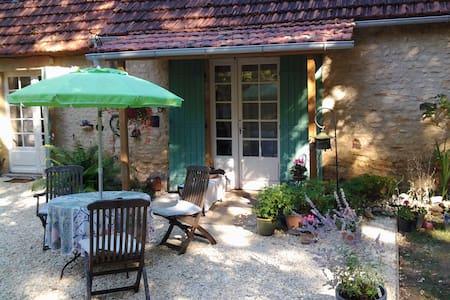 Super stille plek in de natuur in de Dordogne. - Sainte-Alvère