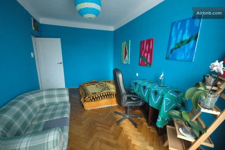room in postsoviet  artistic flat - Warsaw - Apartment