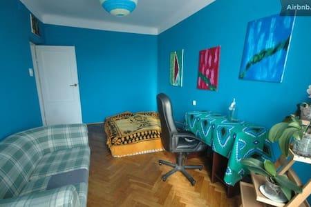 room in postsoviet  artistic flat - Warschau - Appartement