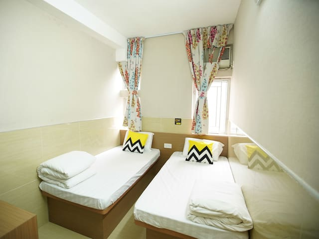 Clean & cozy rm for 2 pax in Mong kok (Twin Room)