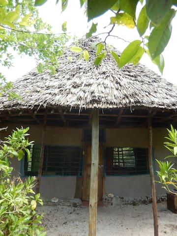Banda Porrini - Island Bush Hut - Wasini Island - キャビン