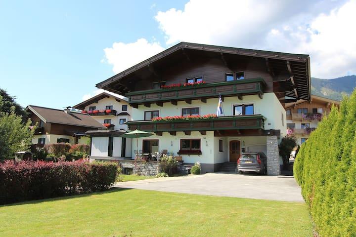Cómodo apartamento cerca de la estación de esquí en Piesendorf