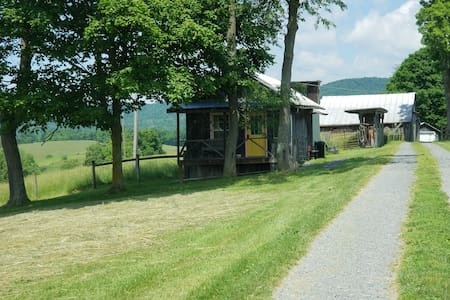 Mill House scenic farm views minutes to Lewisburg