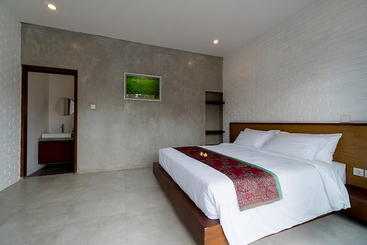 Cosy new room near beach with 30 minutes to Ubud