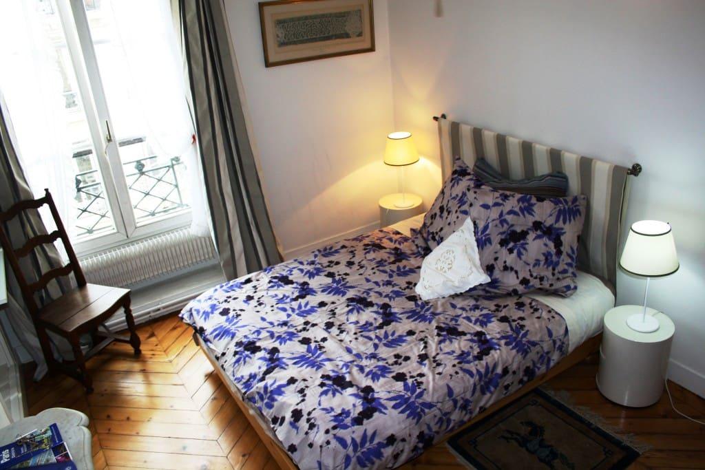 Victor hugo chambre des amoureux chambres d 39 h tes louer paris ile de france france - Chambre d hote pour amoureux ...