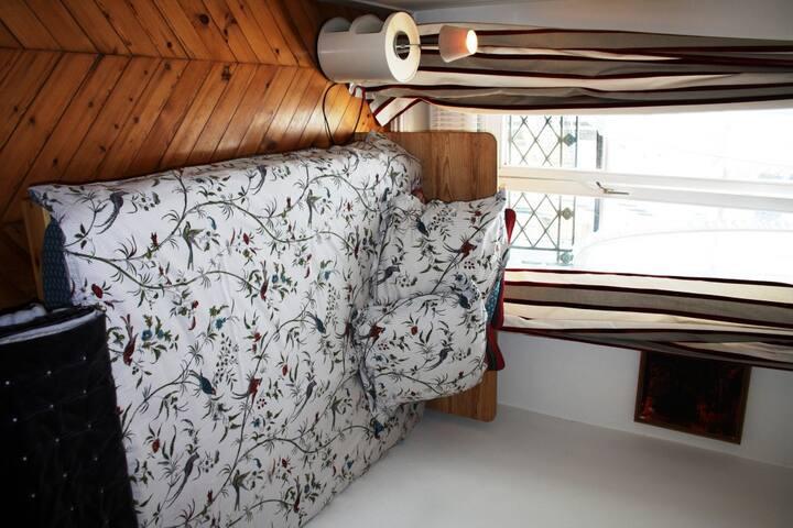 Room Révolution in trendy Marais