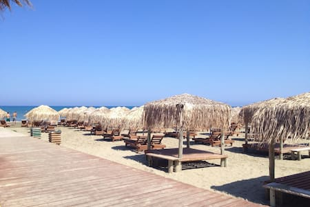 FLAT NEAR THE BEACH .AMAZING AREA - Larnaca