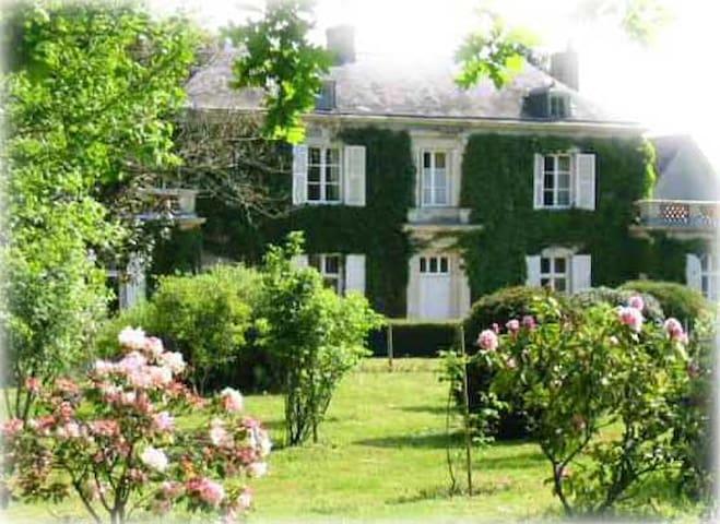 """Chambre d'hôtes """"Rose"""" en campagne proche Angers - Mûrs-Erigné - Hospedaria"""