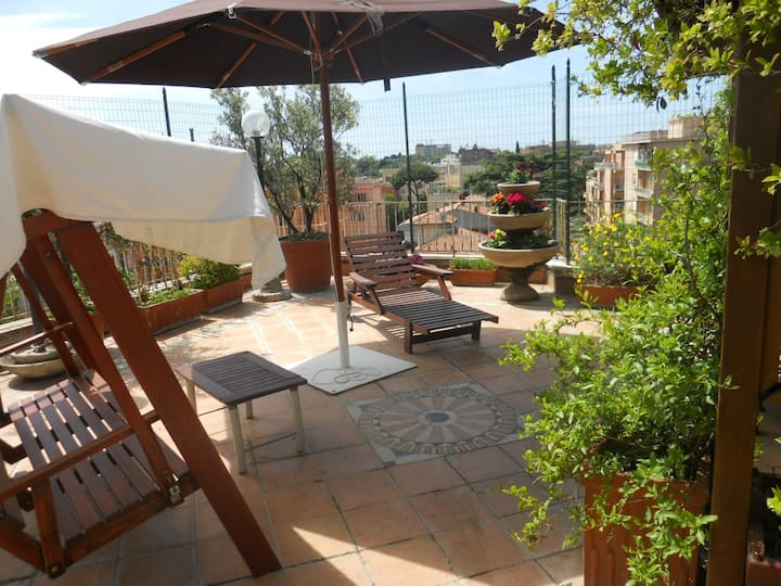 Terrace 30 'to Colosseum x 4/5 (2 bedrooms+living)