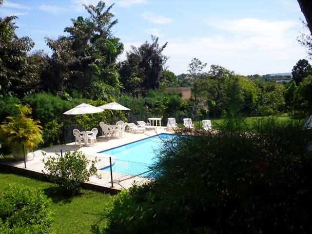 6 suítes/piscina/churrasqueira  Terras São José I